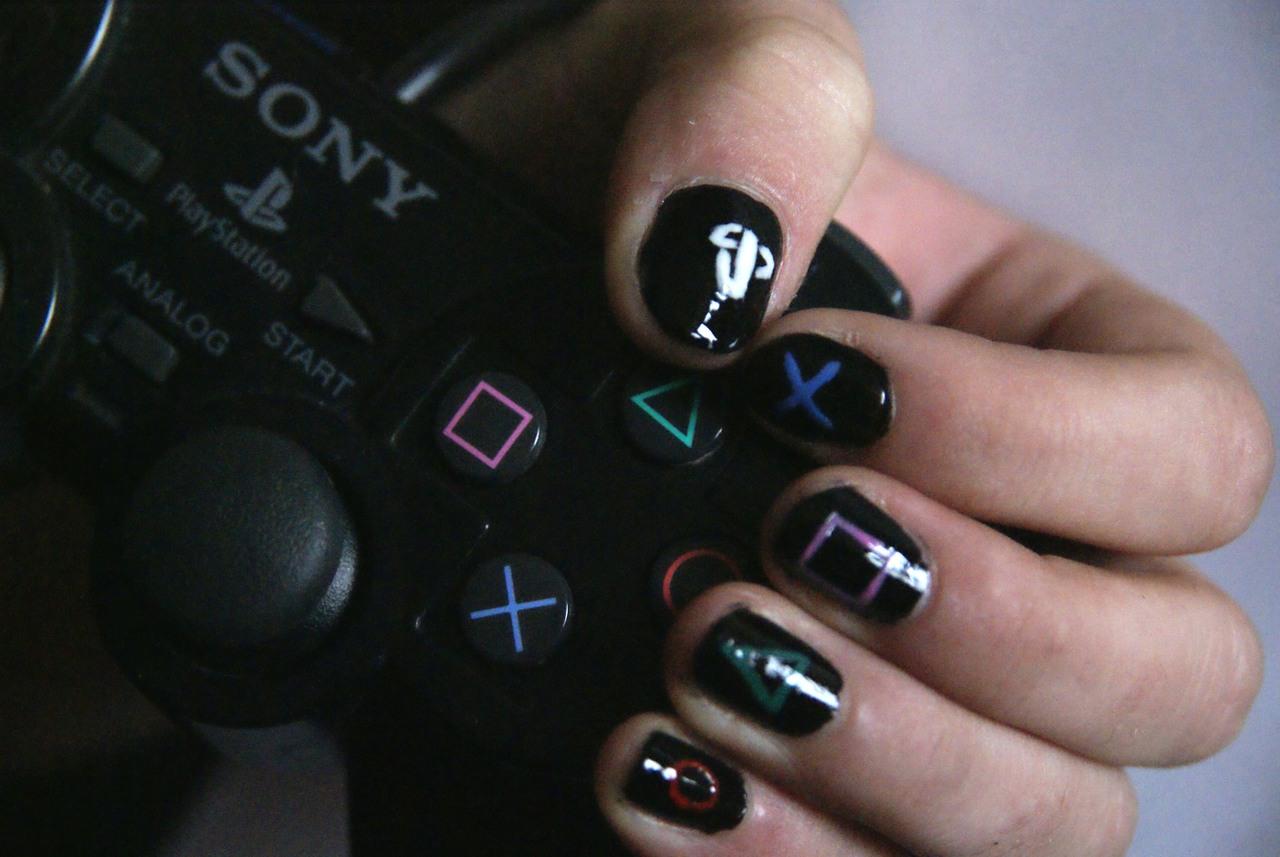 ps3-oynayan-kız_355919.jpg