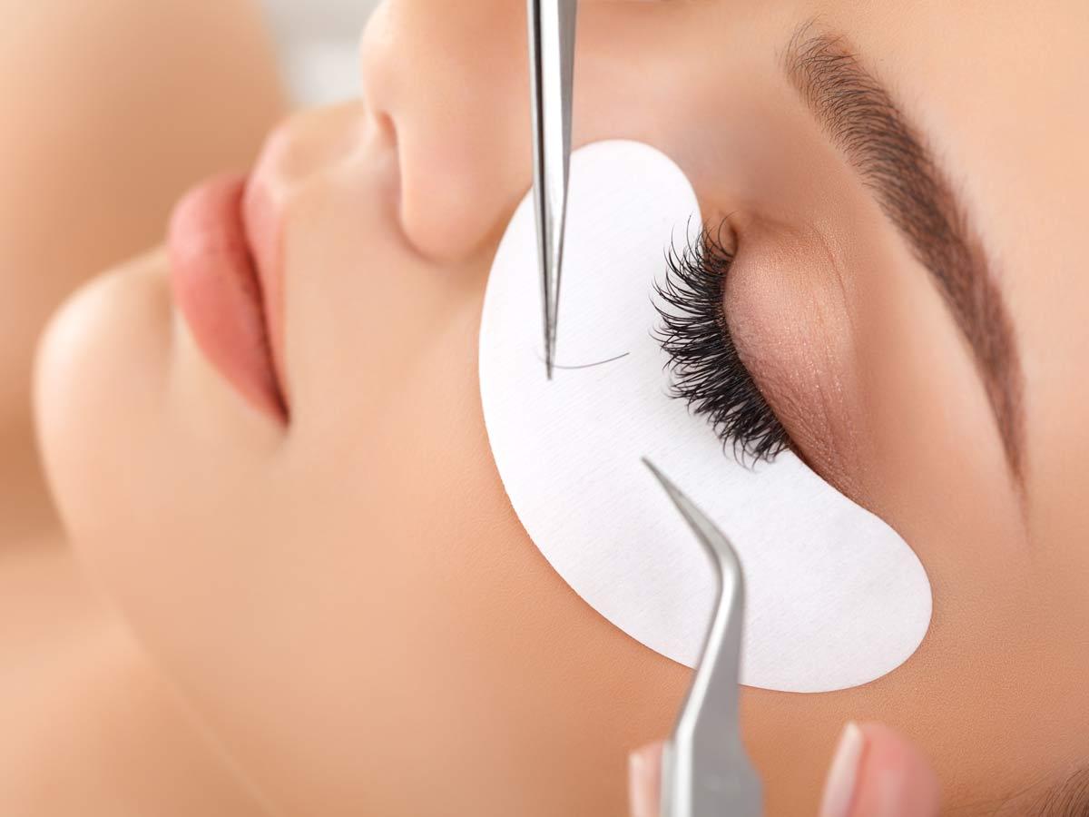Eyelash-extension-application.jpg