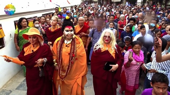 0x0-turkish-diva-mistaken-for-buddha-at-landmark-kathmandu-temple-1501766200987.jpg