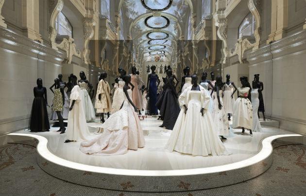 Scene-robes-Christian-Dior-exposition-Couturier-du-Reve-630-x-405-C-Adrien-Dirand-Christian-Dior.jpg