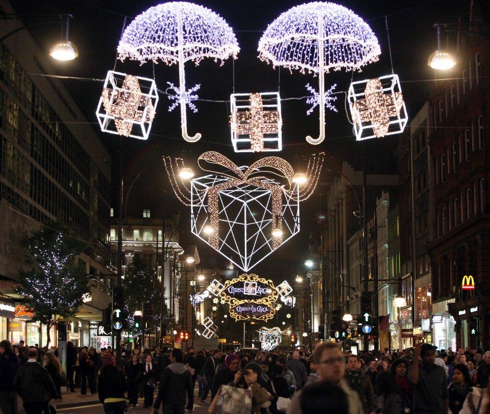 christmas-arrives-as-oxford-and-regent-street-turn-on-their-lights-92634721.jpg